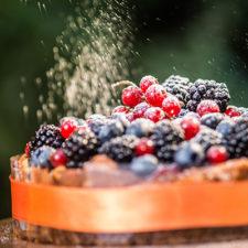 Sajttorta friss gyümölccsel