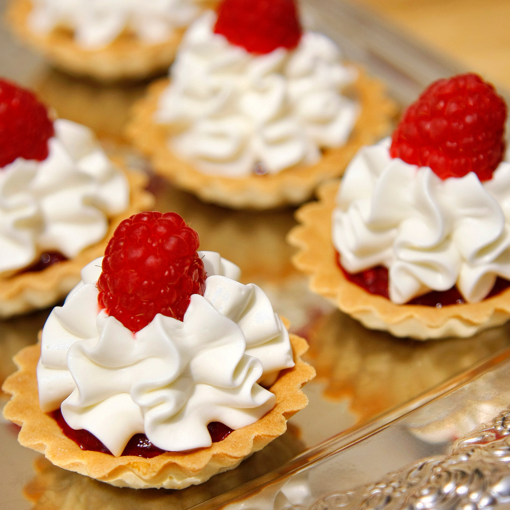 White Chocolate & Raspberry Tartlet