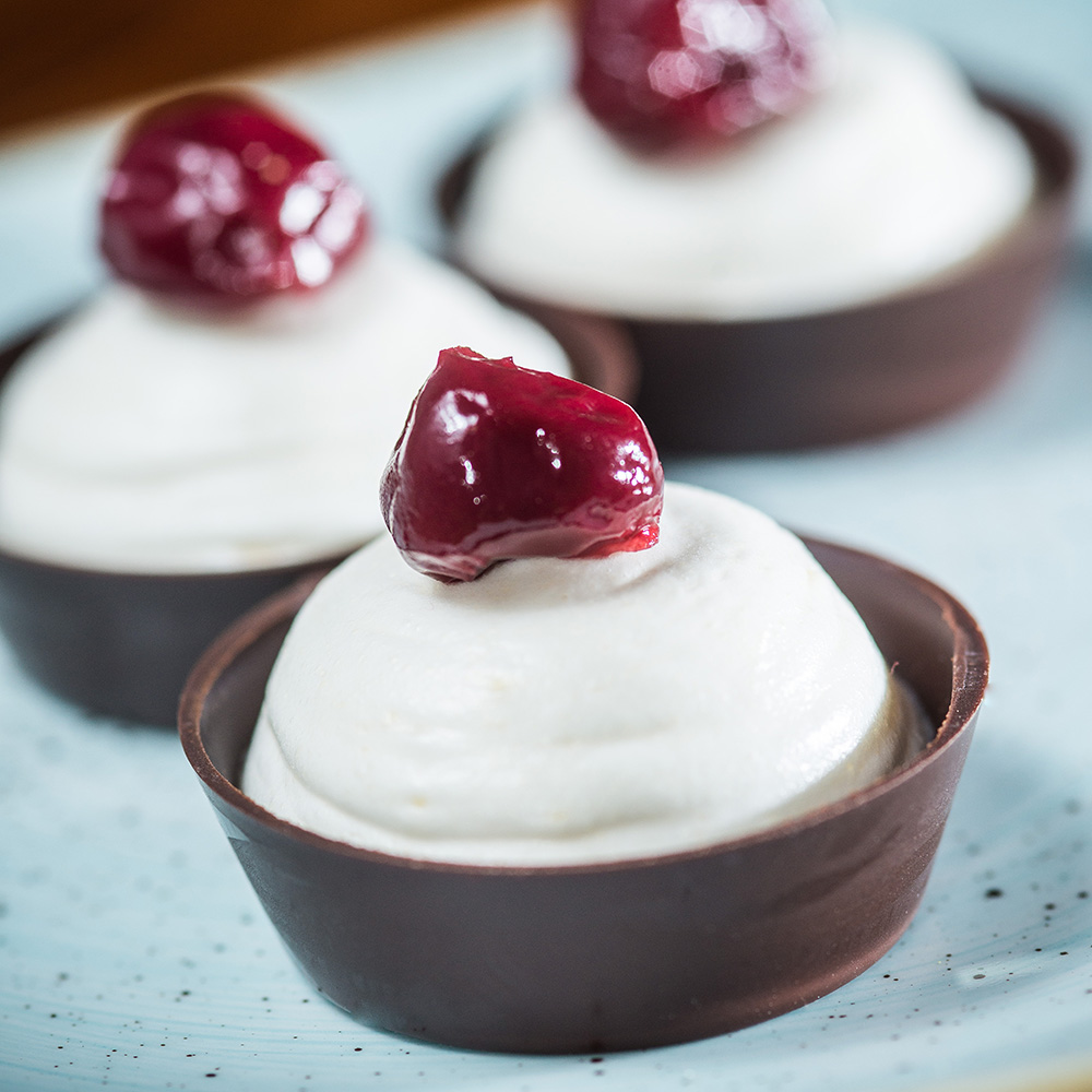 Sour cherry & Marzipan Foam Tartlet