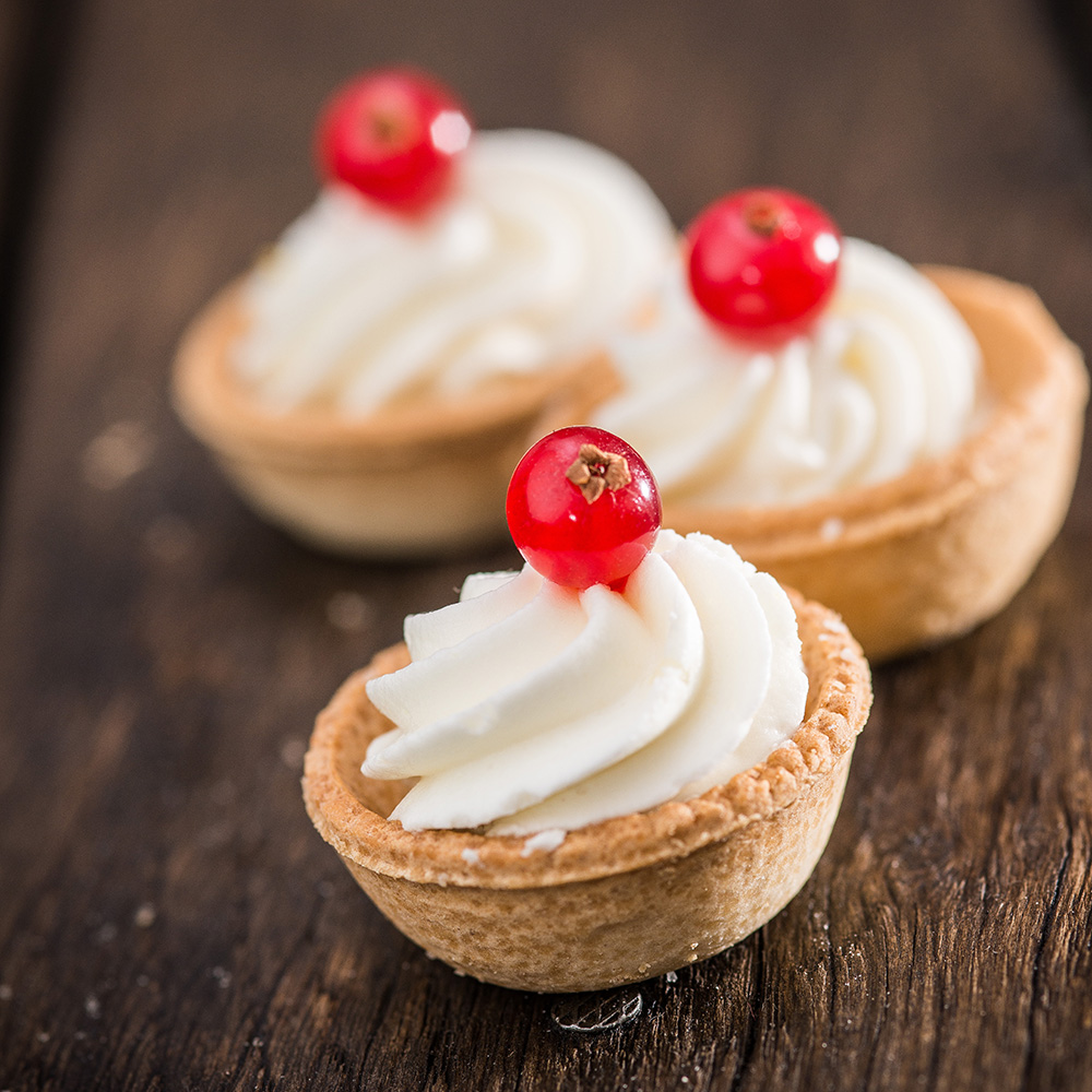 White Chocolate & Currant Tartlet